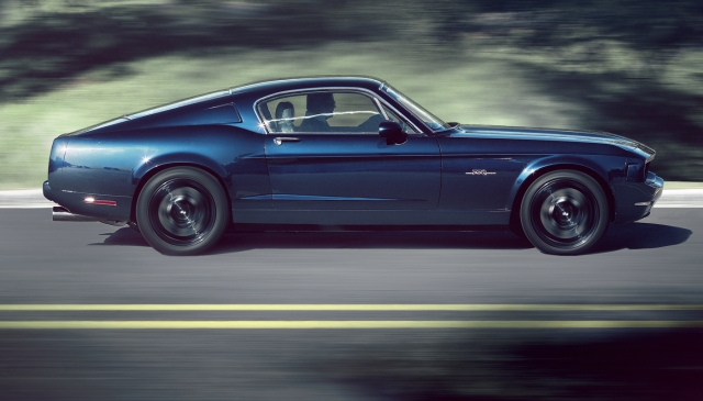 Blue Equus BASS 770 at speed